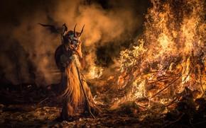 Праздники: Италия, Праздник Сан Николо и Крампусы, Крампус Тарвизио, Krampus, Tarvisio, демон, кастёр, огонь