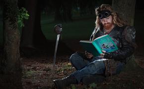 Ситуации: мужик, книга, сказки, сабля, очки, лес