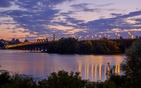Город: Вечер, мост, река, Днепр, Киев, Украина, статуя, Родина-Мать, город, дома, фонари, деревья, небо, облака