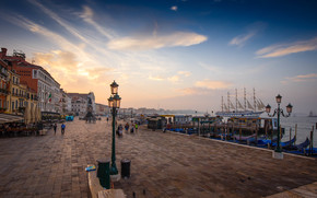 Город: Венеция, Италия, улица, причал, дома, фонари, корабль, парусник, небо