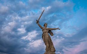 Город: Мамаев курган, статуя, Родина-Мать, Волгоград, Россия, СССР, монумент, памятник, город, меч, небо