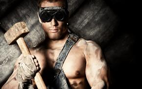 Мужчины: парень, работяга, очки, кувалда, молот