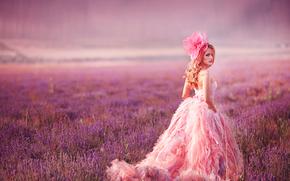 Стиль: модель, взгляд, платье, бант, луг, лаванда