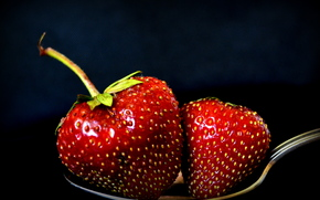 Разное: ложка, ягоды, клубника