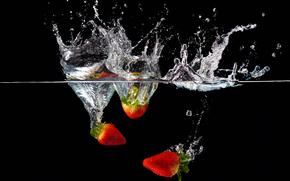 Обои Разное: жидкость, вода, клубника, брызги
