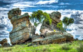 Пейзажи: холм, скалы, глыбы, деревья, пейзаж