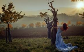 Обои Настроения: девушка, платье, деревья, осень, закат, настроение