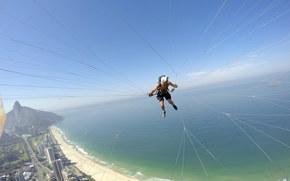 Спорт: полеты на параплане, параплан, пилот, камера, шлем, нить, пляж, море, островок, горизонт, небо, Бразилия, Рио-де-Жанейро, экстремальный спорт