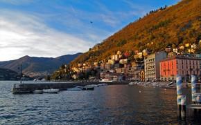 италия, ломбардия, комо, море, набережная, причал, дома, горы, вода, небо обои, фото