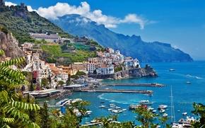 Италия, дома, здания, горы, деревья, небо, море, побережье, лодки обои, фото
