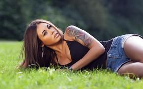 диана, мелисон, девушка, модель, русская, татуировка, трава, зеленая, родинка обои, фото