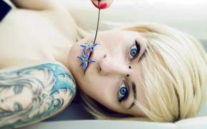 девушка, лицо, блондинка, цветок, татуировка обои, фото