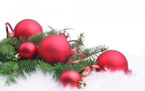 новый год, рождество, игрушки, шары, хвоя, мех, белый фон, серпантин обои, фото